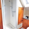 Brondcroft en suite with Power shower